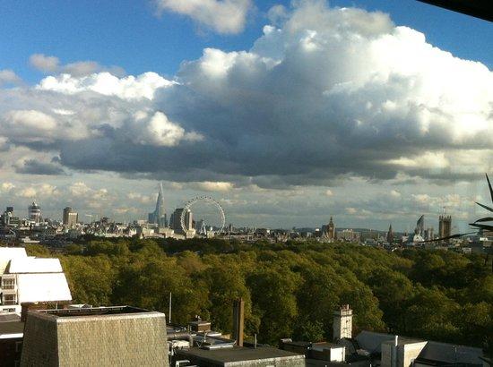 فور سيزونز هوتل لندن آت بارك لين: Another view from the Arrivals Lounge