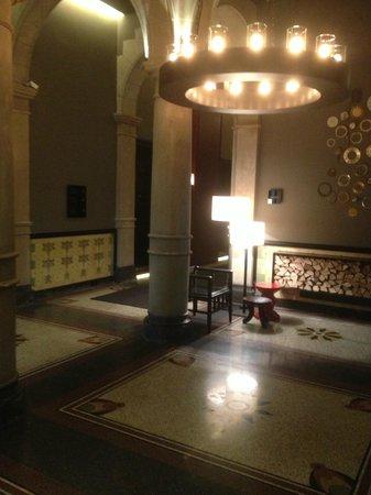 Conservatorium Hotel: corridors