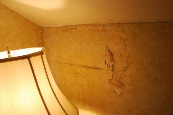 """Simsbury 1820 House : couloir menant à notre chambre """" king de luxe"""""""