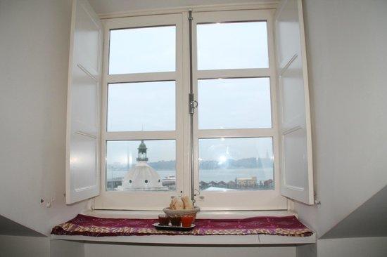 Ribeira Tejo by Shiadu: Desayuno en la ventana