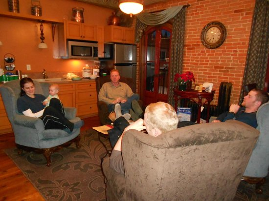 Kaiser House Lodging: Relaxing after a day on the ski slopes.