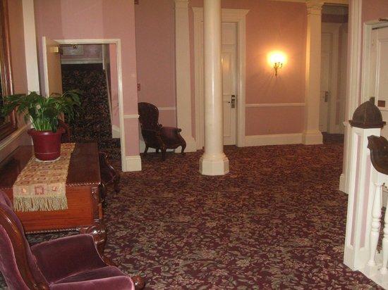 Monterey Hotel: floor  loby