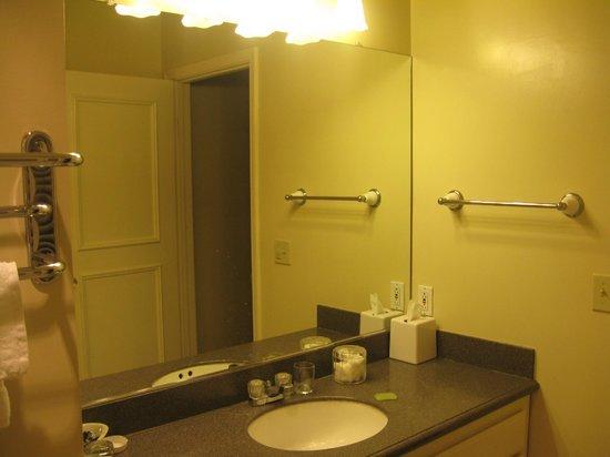 Monterey Hotel: room 207