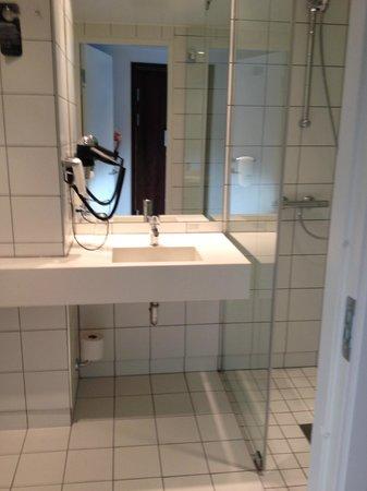 Scandic Vulkan: Modern bathroom