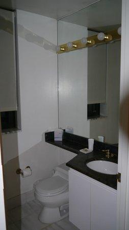 The Marmara Manhattan: 2nd Bathroom 