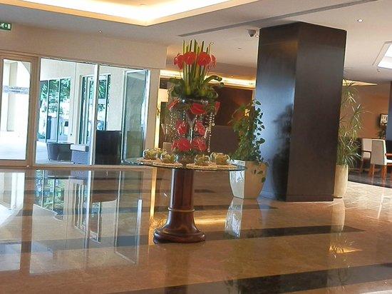 Mafraq Hotel Abu Dhabi: foyer