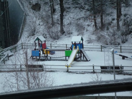 Aparthotel Casa Vella: Parque infantil que hay en frente