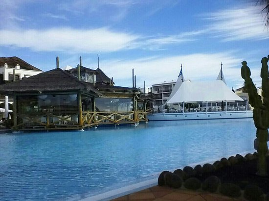 H10 Rubicon Palace: great big pool but freezing cold