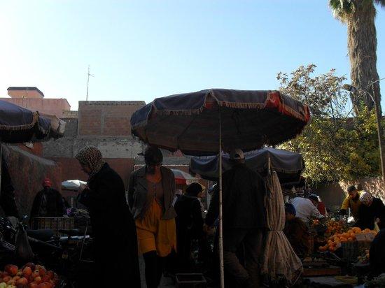 Riad Ghemza: Fruit en kruidenmarkt
