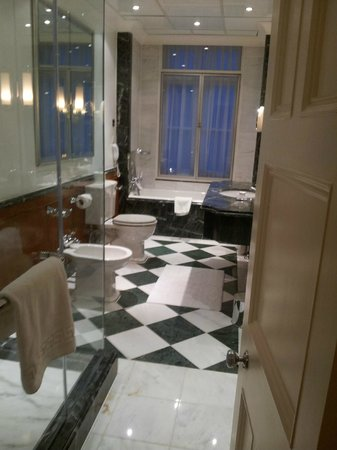 Claridge's: Bathroom 309