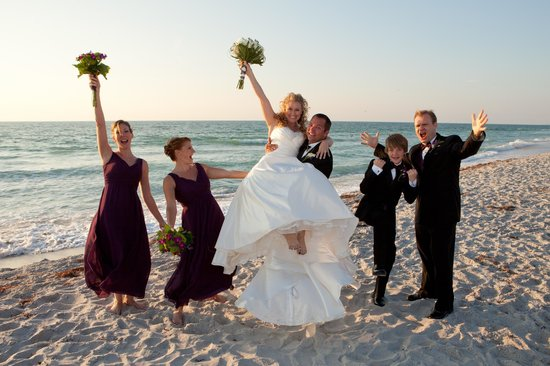 'Tween Waters Island Resort & Spa: wedding party