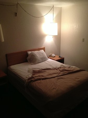 E Z 8 Motel -San Jose II : Bed