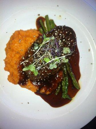 Black Salt Restaurant: Eye fillet on sweet potato mash with red wine jus