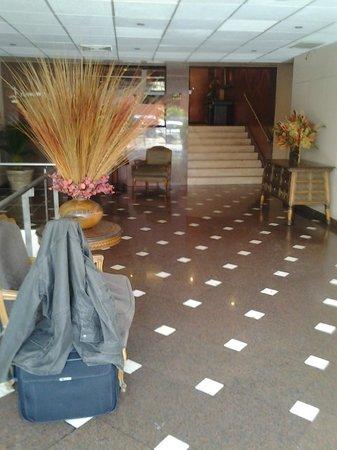 Maria Angola Hotel: Lobby