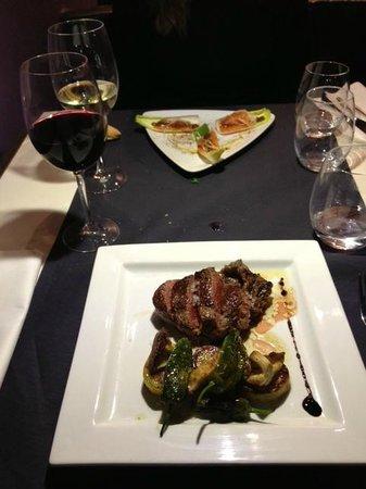 El Bestiari: Tagliata de boeuf aux cèpes + sashimi de saumon aux endives