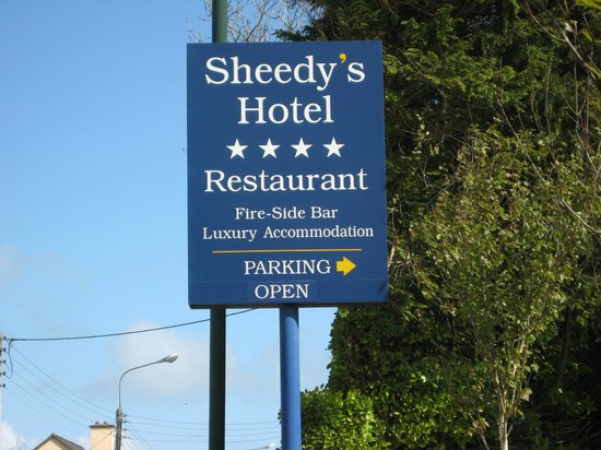 Sheedy's Country House Hotel: Sheedy's Hotel Road Sign