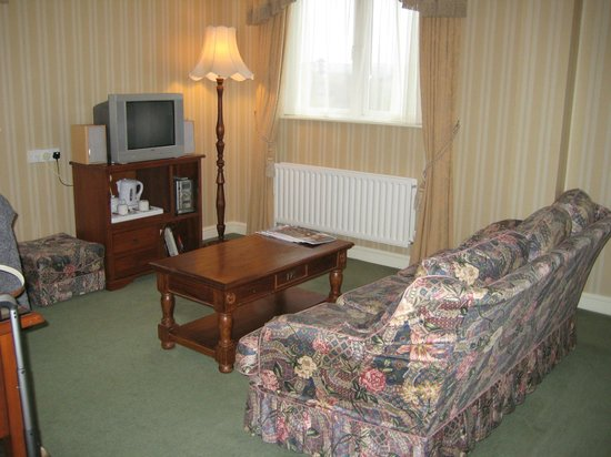 Sheedy's Country House Hotel: Room 11 - TV & Sitting Area