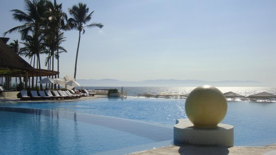 Grand Velas Riviera Nayarit: View of ocean from pool