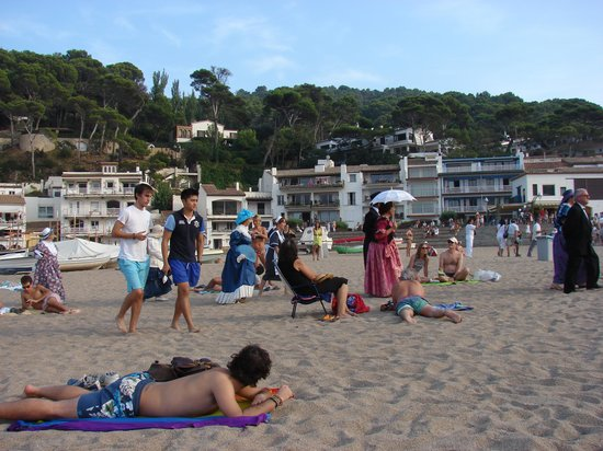 """Hotel Sa Riera: The """"old  Southamericans"""" arrived to Sa Riera beach during Fira d'Indians"""
