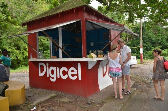 Buccaneer Beach Club: banchetti di frutta lungo alle strade di Antigua