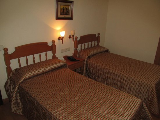 Hotel Castilla room with beds
