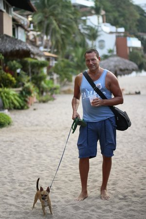 Rivera del Rio Boutique Hotel: Walking home after a day at the beach!