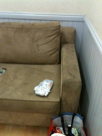 Spinnakers Leisure Resort: Stained couch