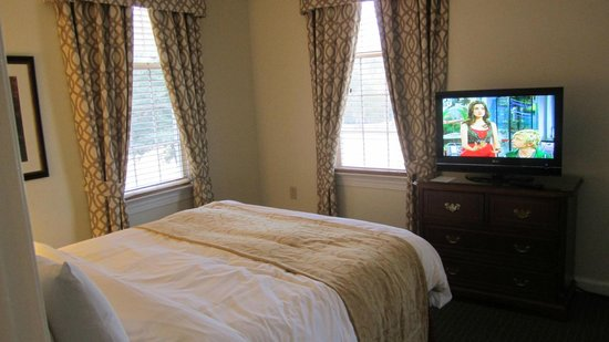 Marriott's Manor Club at Ford's Colony: guest room