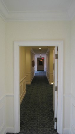 Marriott's Manor Club at Ford's Colony: hallway