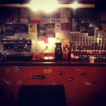Mahtay Cafe: Syrups, teas, coffee, stuff...