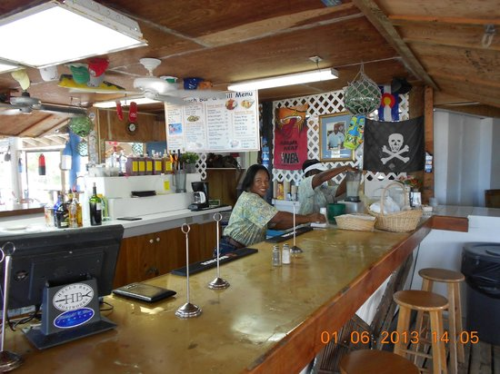 Coco Beach Bar & Grill: Part of the friendly staff...Great BAR