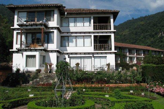 Hotel Atitlan: Exterior