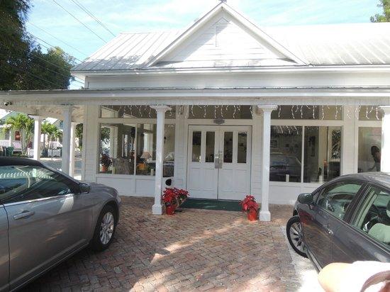 The Paradise Inn: Entrance of Paradise Inn