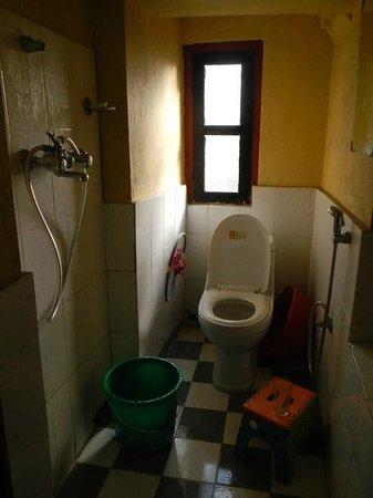 Kathmandu Bed & Breakfast Inn: Ensuite bathroom.