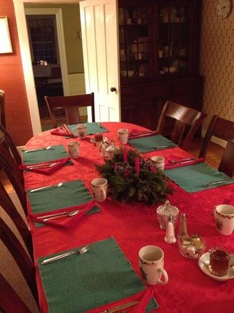 Henry Farm Inn: breakfast table