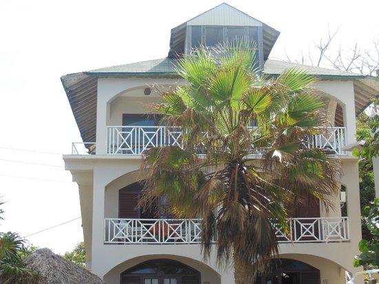 هوم سويت هوم ريزورت: looking from pool area-the whole top floor and loft is #14 