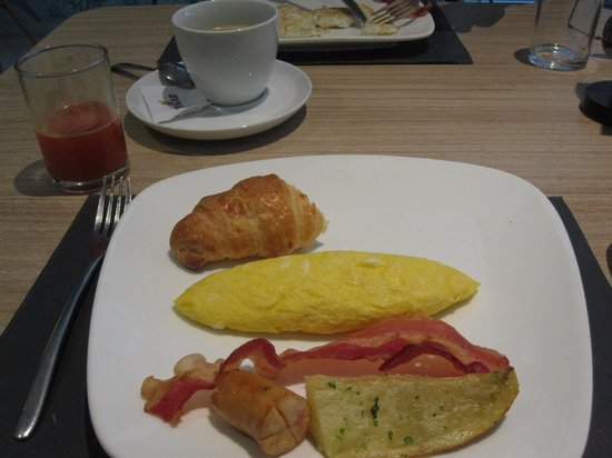 Lebiz Hotel & Library: Made to order omelettes