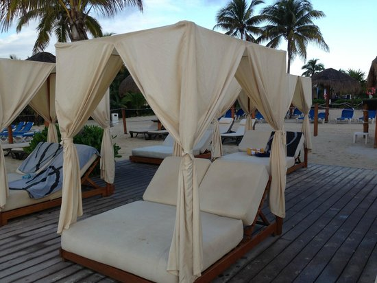 Ocean Maya Royale: Balinese beds in the Privilege Section