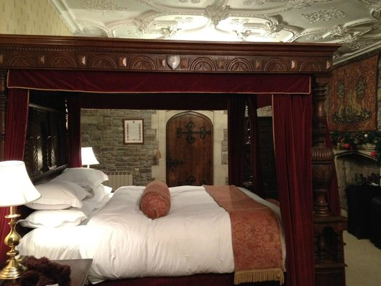 Thornbury Castle and Tudor Gardens: The Howard suite (view from far end of room)