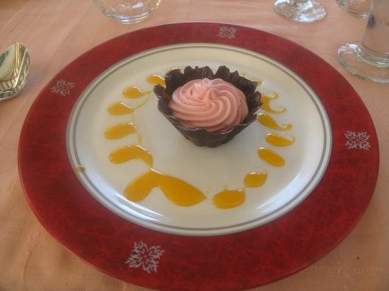 Royalton Cayo Santa Maria: hungry for sweets...ask for a strawberry mousse...yummy