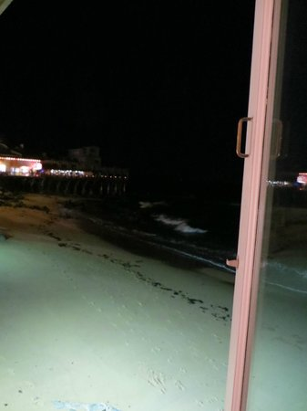 Spindrift Inn: Out room window..