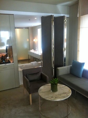 Establishment Hotel: Looking into the bathroom from the lounge area