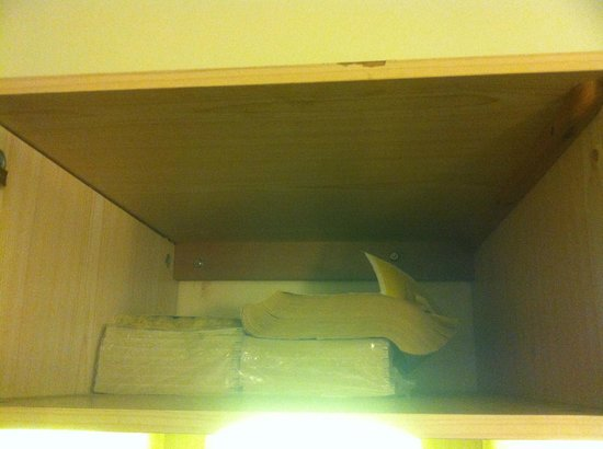 Town & Country Motel: old Yellow PAGES Book in wardrobe