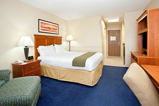 Holiday Inn Express Guesthouse 1744 on Fort Bliss (An IHG Army Hotel): King Bed Guestroom