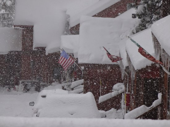 Cedar Glen Lodge: Snowstorm on 12/23/12