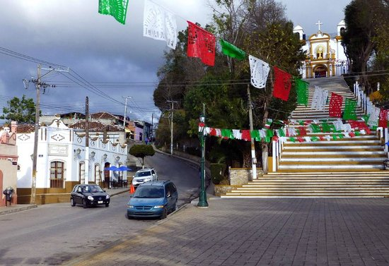 Hotel Casa de Guadalupe: The proximity of the hotel (on left) to the step of the Guadalupe Church