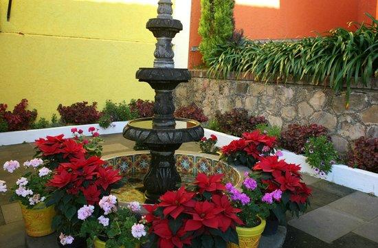 Plaza Don Gabino Hotel : Hotel Fountain