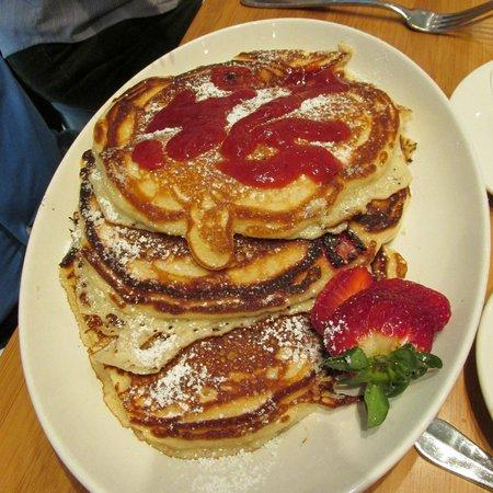 Cafe b: Louisiana Strawberry Pancakes