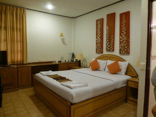 Eden Bungalow Resort: inside deluxe room