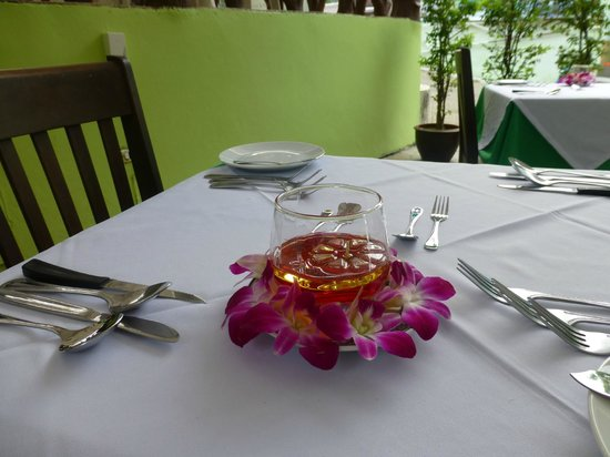 Eden Bungalow Resort: table setting